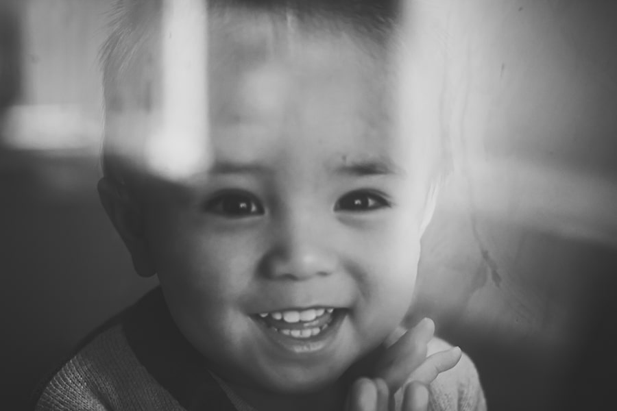 in home lifestyle photography melbourne toddler glass reflection