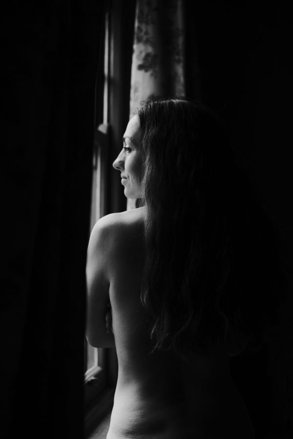 boudoir photographer melbourne boudoir photography melbourne black and white girl by the window